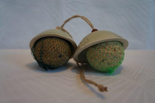 Mejsekugler og ophæng fra keramiknissen
