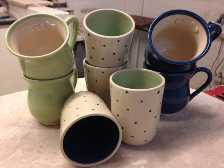 keramik krus med prikker og farver